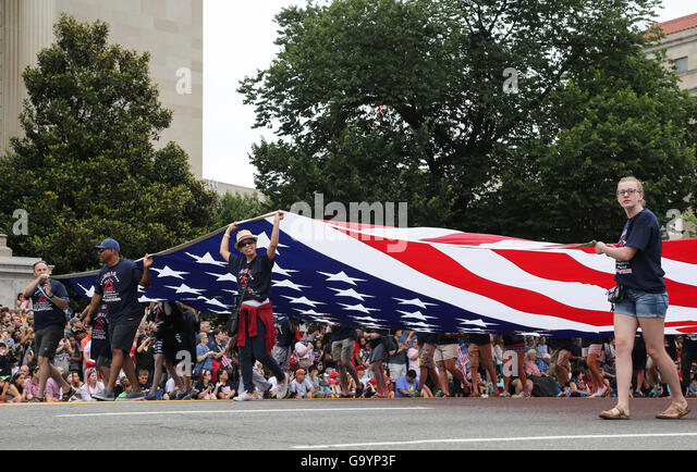 Washington, DC, USA. 4th July, 2016. People take part in the Independence Day parade in Washington, DC, capital - Stock-Bilder
