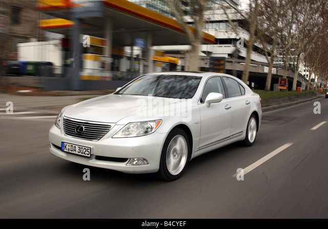 Lexus LS 460 Ambience Impression, model year 2007-, white, driving, diagonal from the front, frontal view, City - Stock Image
