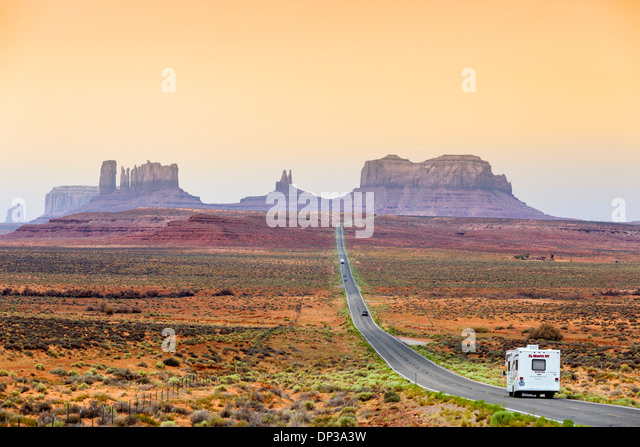 USA Travel. Camper van (Motorhome) on US 163 looking south towards Monument Valley, Utah, United States of America - Stock-Bilder