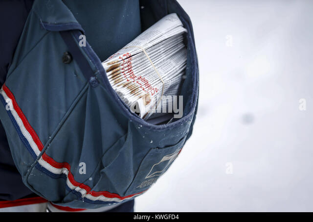Davenport, Iowa, USA. 8th Feb, 2017. City Carrier Assistant Keianna Slaughter's mailbag is seen filled up while - Stock Image