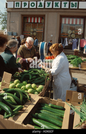 Russia former Soviet Union St. Petersburg produce vendor customer near Metro station entrance - Stock Image