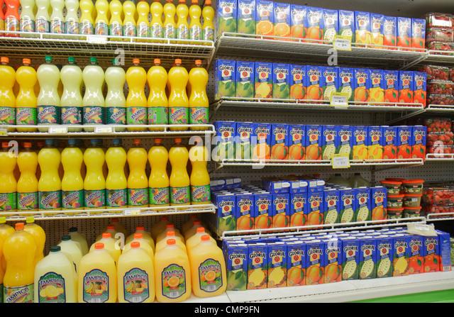Peru Lima Santa Ana Avenida Canaval y Moreyra Metro grocery store supermarket business shopping chain shelf shelves - Stock Image