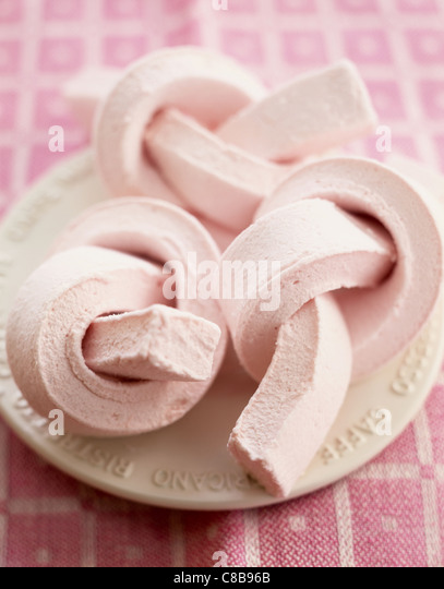 Marshmallow twists on plate - Stock-Bilder