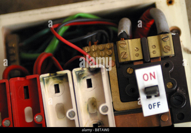 consumer unit box electrical fuse box old wire fuse type in a 1970s b8taw0 old electrical fuse box stock photos & old electrical fuse box