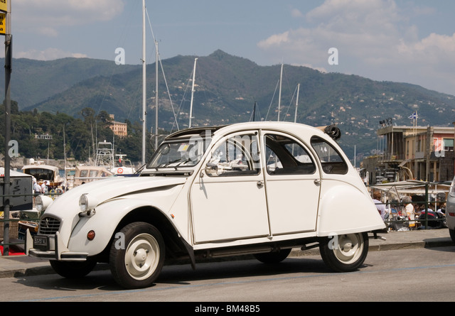 citreon 2cv stock photos citreon 2cv stock images alamy. Black Bedroom Furniture Sets. Home Design Ideas