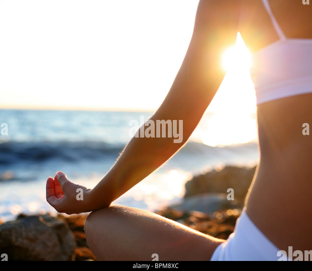 body of a beautiful girl in a meditation on the beach - Stock-Bilder