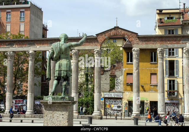 Italy, Lombardy, Milan, statue of roman emperor Costantino and Colonne di San Lorenzo. - Stock Image