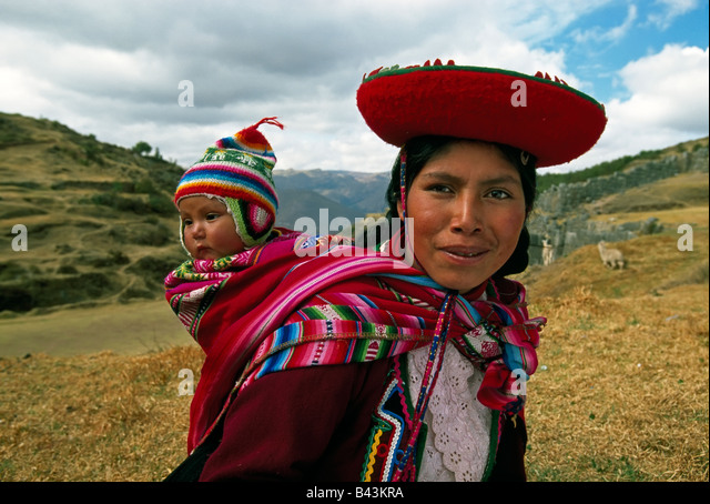 South America, Peru, near Cuzco in the Sacred Valley, Peruvian woman and baby portrait -  model released - Stock Image