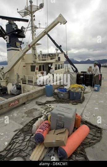 Workers loading big ship. - Stock-Bilder