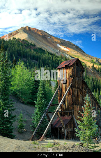 Shaft house and Red Mountain No. 3, Yankee Girl Mine, near Ouray, Colorado USA - Stock-Bilder