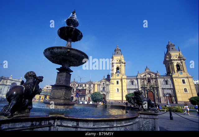 plaza-de-armas-lima-peru-b79m5y.jpg