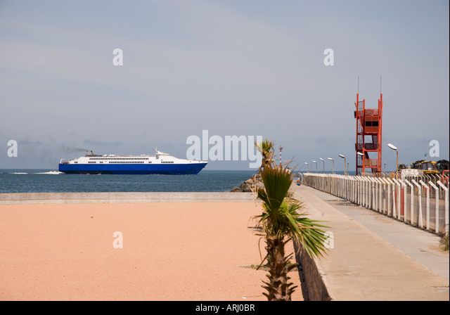 A cruise ship approaches the Montevideo harbour Uruguay 2008 - Stock Image