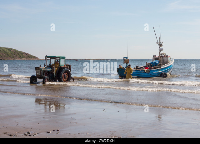 Tractor Pull Boats : Filey fishing stock photos images