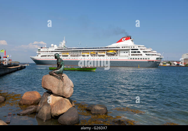 Copenhagen, Denmark, 25th May 2016. The Fred. Olsen Cruise Lines MS Braemar leaves the harbour of Copenhagen and - Stock Image