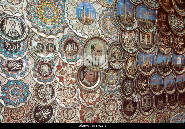 Turkey Istanbul Eminonu Quarter Misir Carsisi (Spice Market) collectible plate display - Stock Image