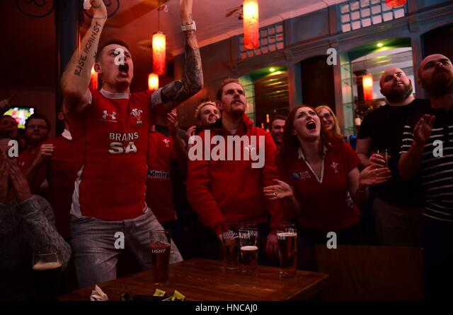 UK Sport: Rugby fans watching Wales playing against  England in the Six Nations rugby international match (live - Stock Image