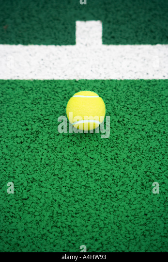 Tennis ball on tennis court - Stock Image