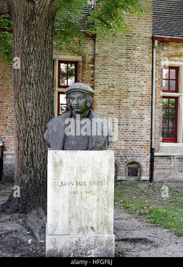 Brugge statue honoring Juan Luis Vives, sometimes considered 'father' of modern psychology. Born into a - Stock Image