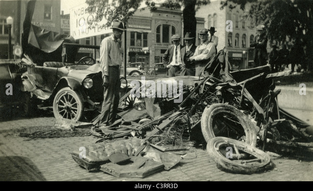 Onlookers gawk at the site of a two car accident in 1919. - Stock Image