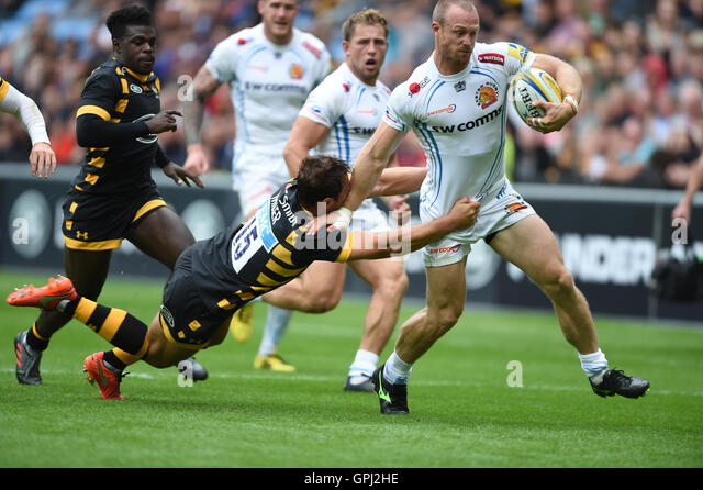 WaspsÃ? Rob Miller tackles Exeter ChiefsÃ? James Short during the Aviva Premiership match at the Ricoh - Stock-Bilder