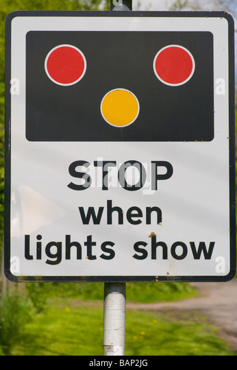how to stop at traffic lights in a manual car