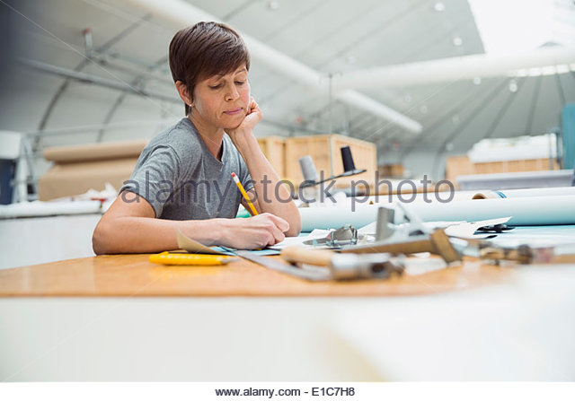 Worker in textile manufacturing plant - Stock Image