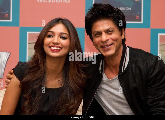 Bollywood actor Shah Rukh Khan Author Kanika Dhillon poses photographer during launch book 'Bombay Duck Is A - Stock-Bilder