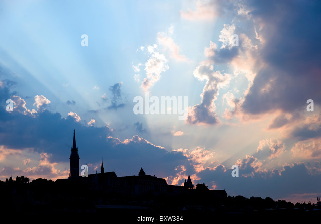 Silhouette of Budapest city skyline with dramatic sky, Hungary - Stock-Bilder