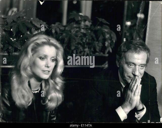 Nov. 26, 1975 - After the movie's premier last night, the movie's team with its two stars Deneuve and Montand - Stock Image