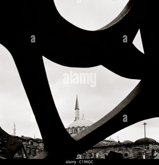 Islamic minaret contrasts with modern art in Istanbul in Turkey. - Stock-Bilder