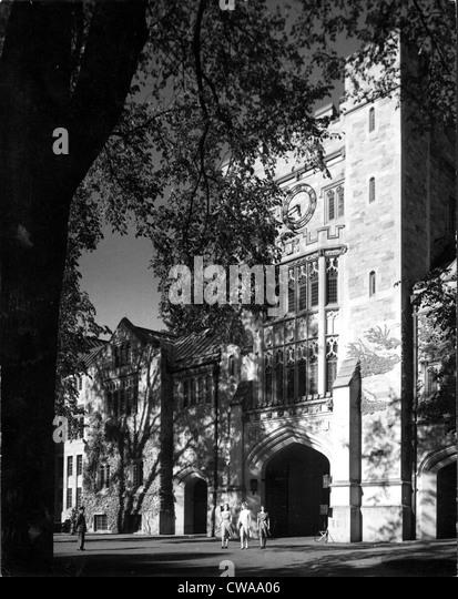 VASSAR COLLEGE-Taylor Hall, Main Entrance Gate. Poughkeepsie, NY 1940's.. Courtesy: CSU Archives / Everett Collection - Stock-Bilder