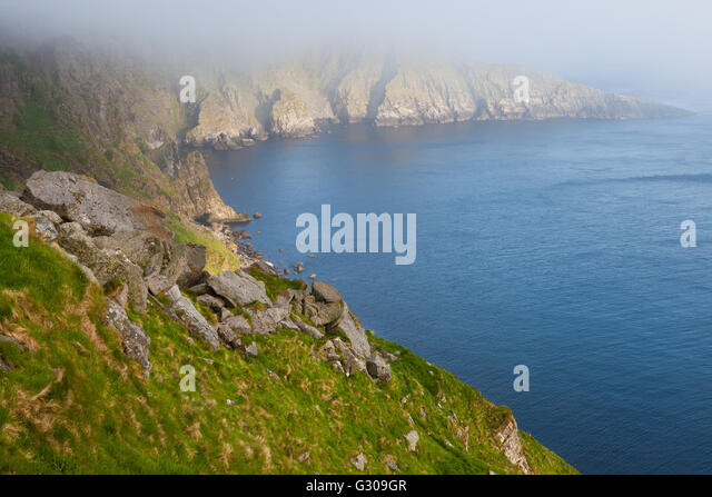 Misty summer evening on Runde island on the Atlantic west coast, Møre og Romsdal, Norway. - Stock-Bilder