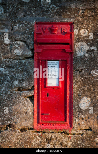 Victorian wall mounted post box - Stock Image