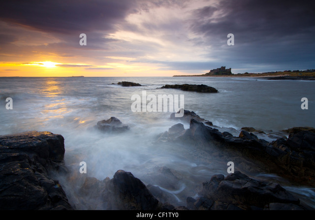 Bamburgh Castle, once home to the Kings of ancient Northumbria. - Stock-Bilder