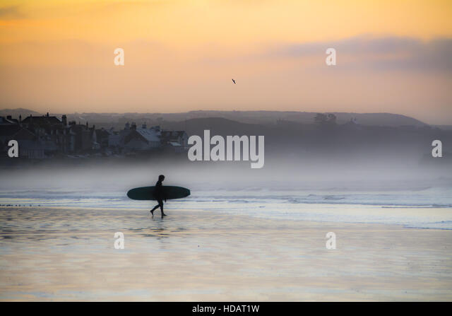 Marazion, Cornwall, UK. 11th December 2016. UK Weather. Early morning sea mist starts to clear at Sunrise , with - Stock Image
