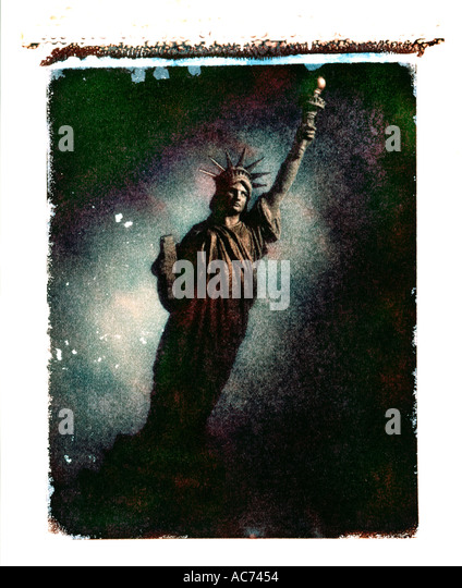 polaroid transfer of statue of liberty - Stock Image