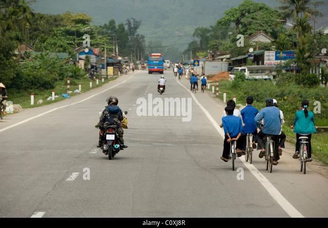Asia, Vietnam, Da Nang. Everyday life on Road 1 between Dan Nang & Hue. - Stock-Bilder