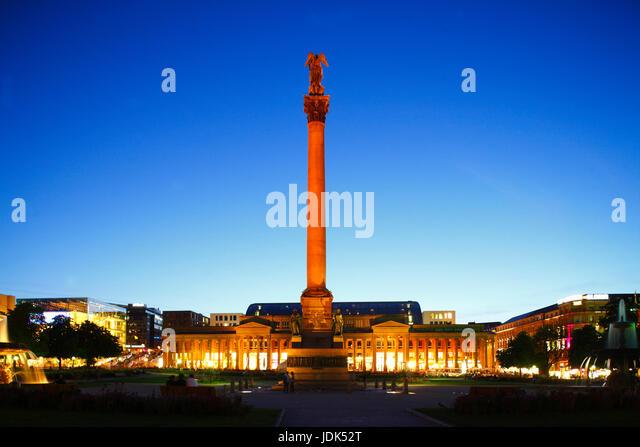 DEU, Deutschland, Stuttgart: Schlossplatz mit Jubilaeumssaeule Koenigsbau Passagen bei Abenddaemmerung | DEU, Germany, - Stock-Bilder