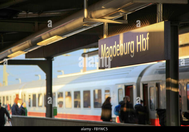 Intercity-Train at the station of Magdeburg - Stock-Bilder