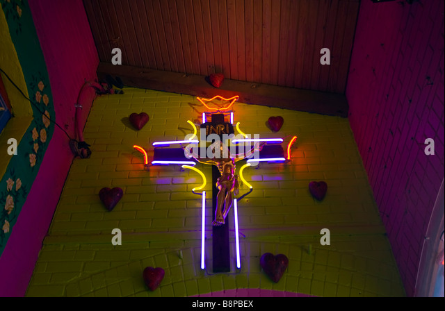 Neon crucifix cross Mi Tierra Café San Antonio Texas tx Mexican restaurant popular city landmark - Stock Image