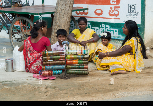 Selling Indian People Stock Photos & Selling Indian People ...