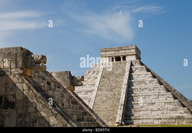 the-temple-of-kukulcan-el-castillo-in-th
