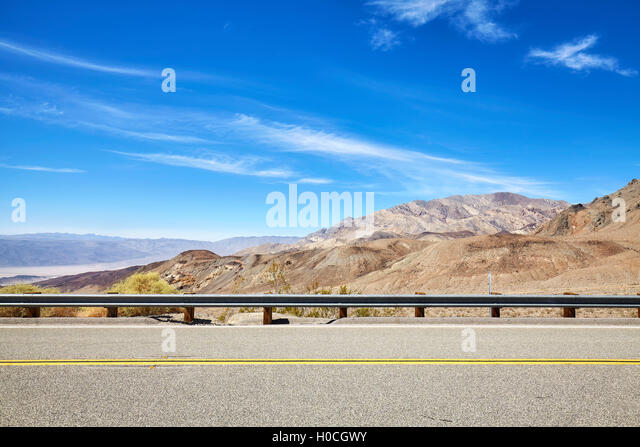 Side view of a country road, travel concept, USA. - Stock-Bilder