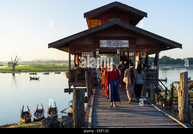 At the U Bein Bridge near Amarapura, Myanmar, Asia - Stock-Bilder