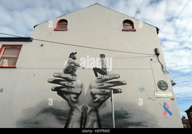 Belfast Falls Rd Republican Mural- Hope Love on hands gable end Shiels Street - Stock Image