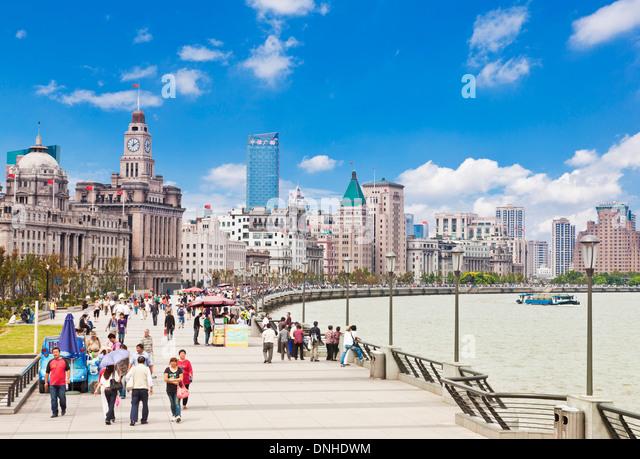Many people walking along the Bund promenade Shanghai, Peoples Republic of China, PRC, Asia - Stock Image
