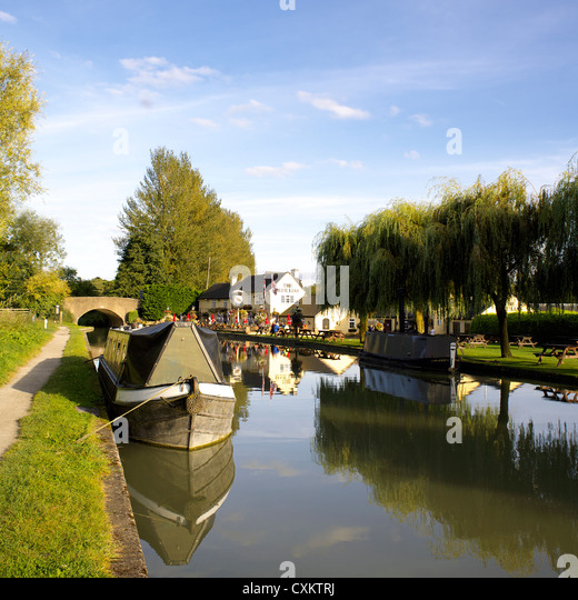 The Blue Lias Inn, Grand Union Canal, Warwickshire, UK, England, GB, British, English, country, pubs, pub, inland, - Stock Image