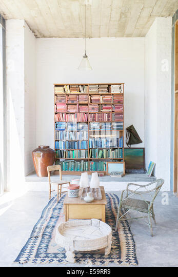 Bookshelves and coffee table in rustic house - Stock-Bilder