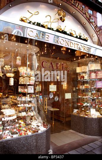 VIENNA, CAFE/PATISERRIE EXTERIOR - Stock Image