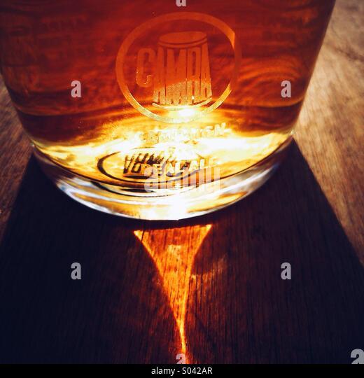 Pint of beer with CAMRA logo in sunshine - Stock-Bilder